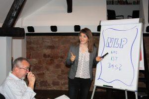 Jetzt mit  Brief und Siegel: NLP Trainerin Jasmin Frank